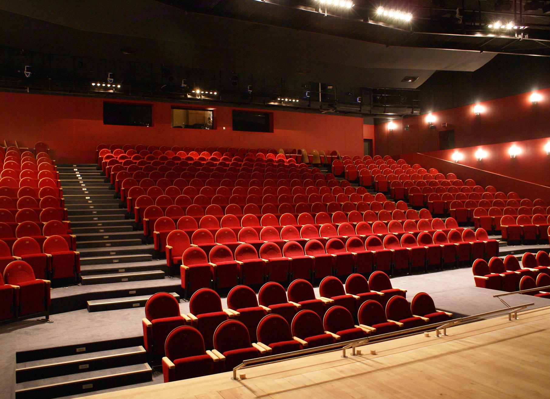 Znalezione obrazy dla zapytania teatr dramatyczny płock